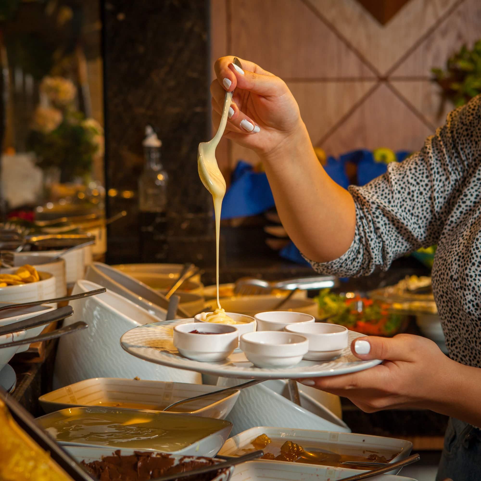 Знакомый кондитер рассказал, как выбрать качественную сгущенку, а не подделку Советы,Десерт,Завтрак,Лакомство,Обед,Сгущенка,Сладости