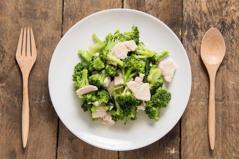 салат с брокколи без майонеза