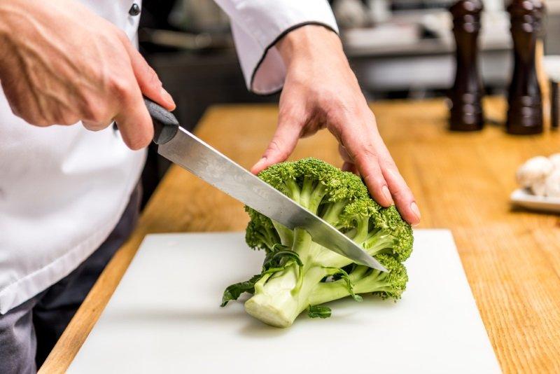 салат с брокколи и грудкой