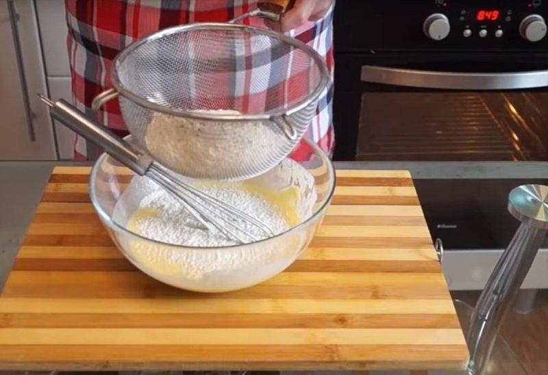 быстрый заливной пирог с яйцом и луком