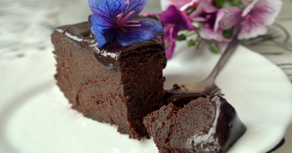 Этот рецепт - находка для любителей сладкого. Такого вкусного шоколадного пирога ты еще не пробовал!
