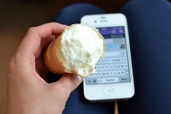 смартфон и мороженое