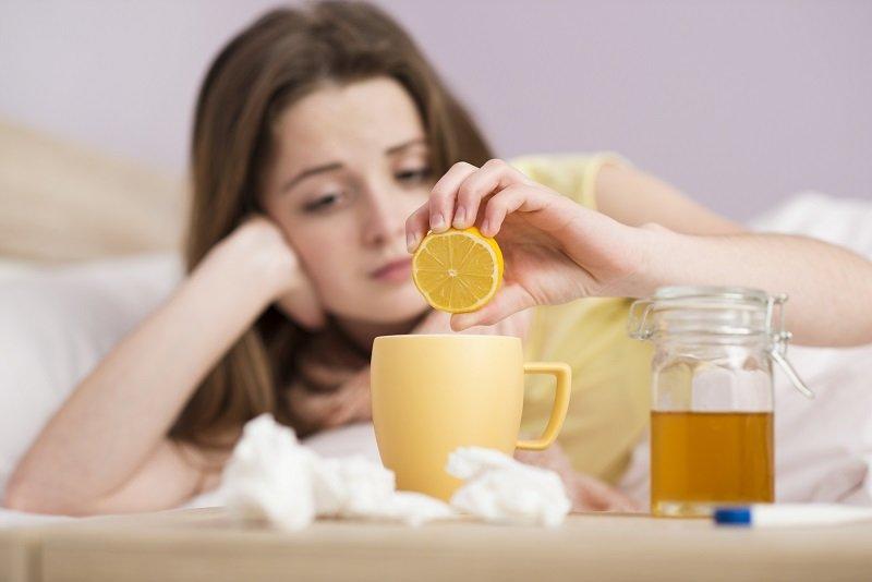 теплая вода с лимонным соком