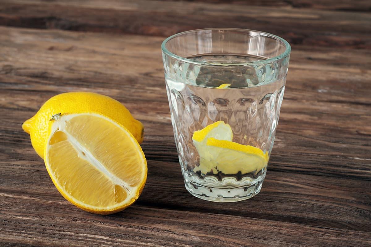 польза вода с лимонов