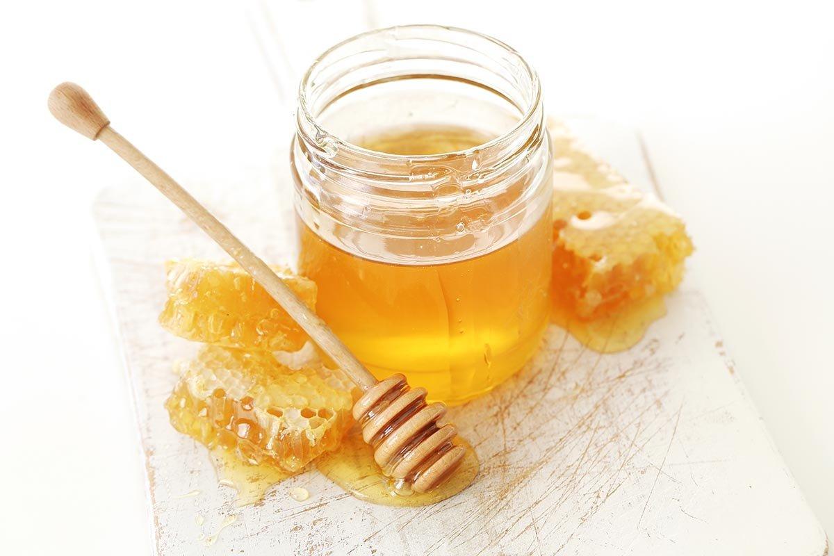 Что дает вода с мёдом натощак и зачем еще есть мёд