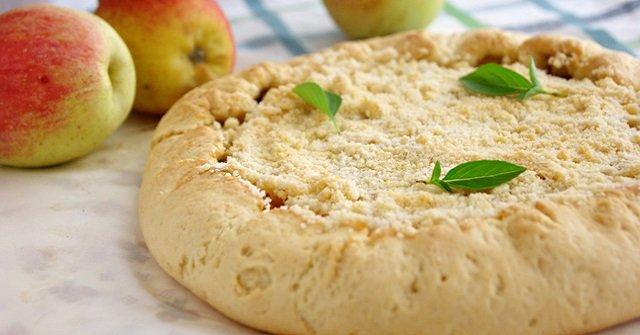 Яблочная галета: простое блюдо, которое отлично смотрится на праздничном столе.