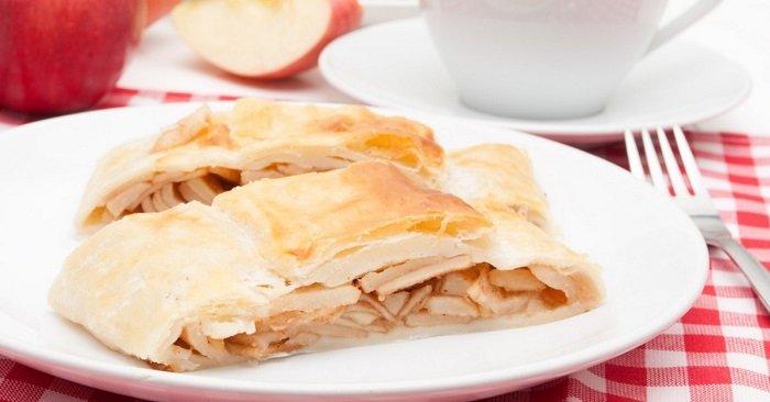 Яблочный штрудель из лаваша: не нужно париться с приготовлением теста!
