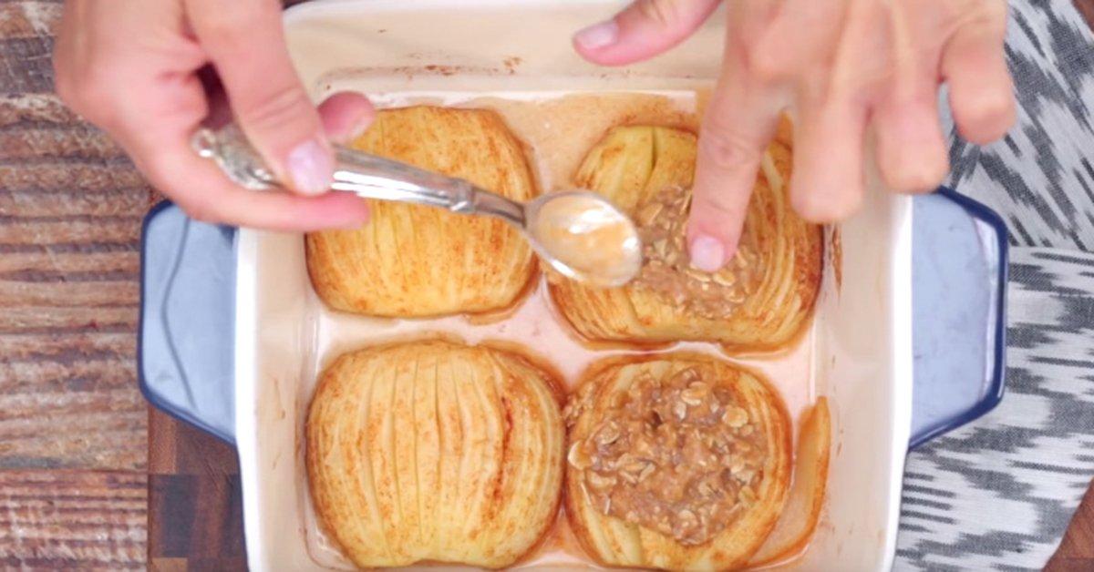 Запеченные яблоки с корицей и овсяными хлопьями. Отличный десерт на скорую руку…
