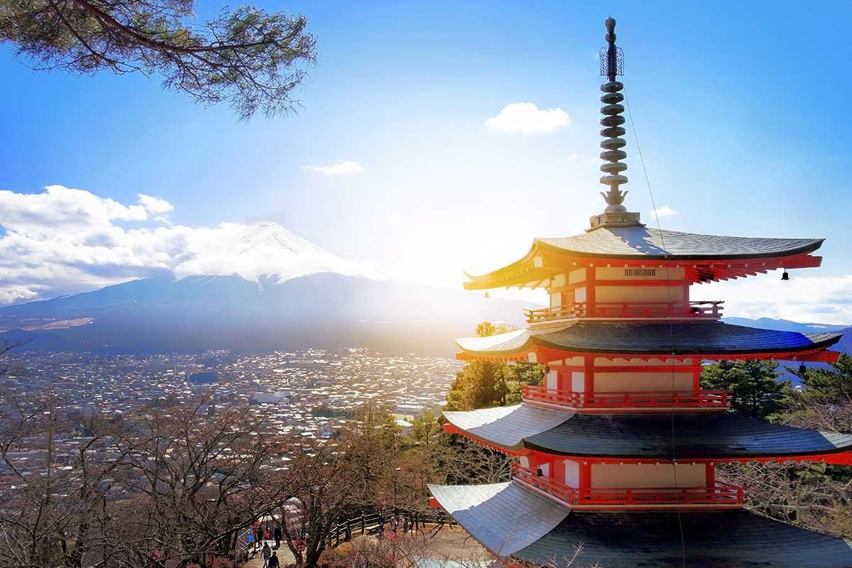 Почему в Японии верят, что родственники видят нас с небес