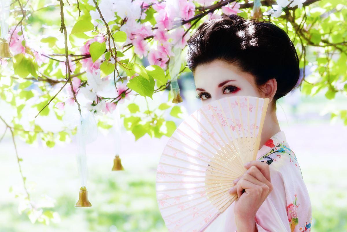 Раскрепощенность японского стиля одежды поражает, но почему-то японки не любят декольте