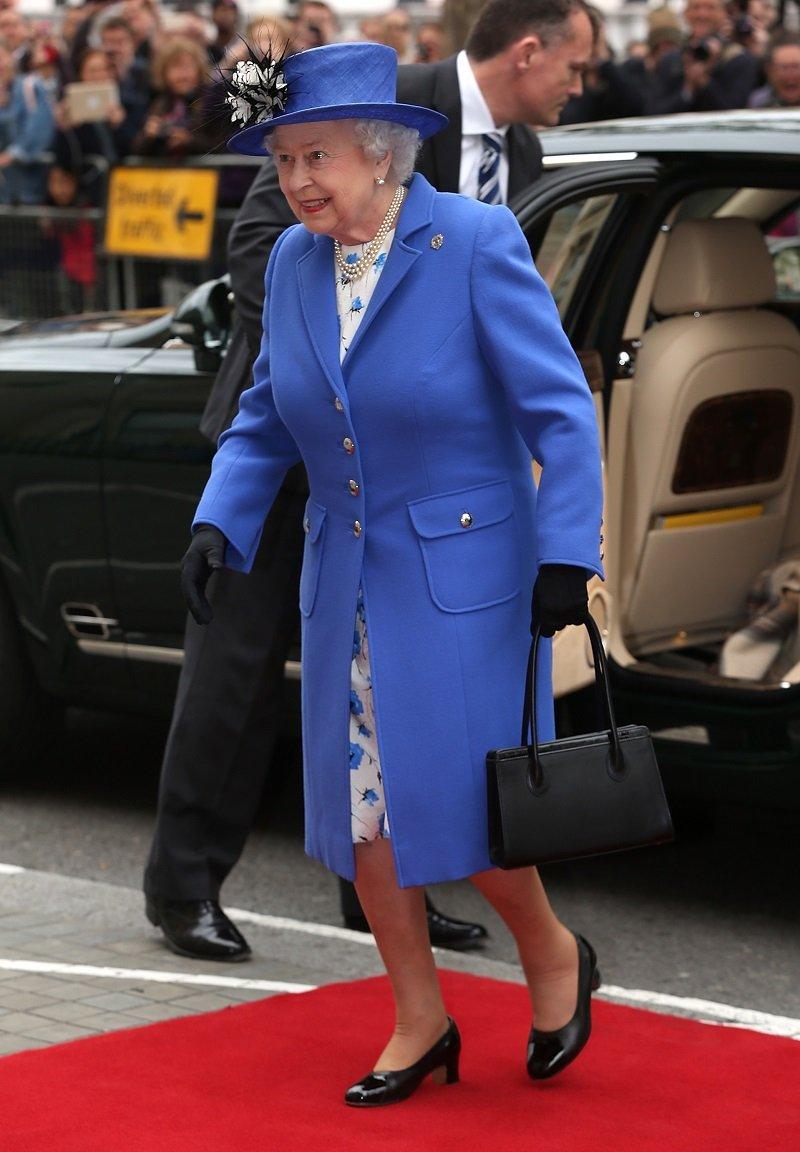 королева елизавета 2 наряды