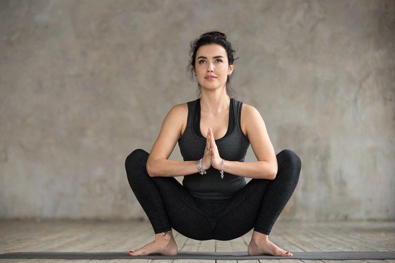 йога для спины упражнения