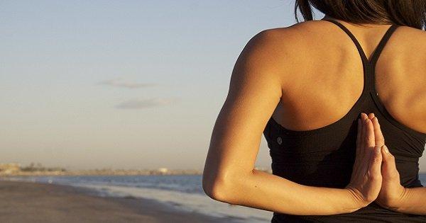 С этим комплексом упражнений йоги сколиоз не страшен! Занимайся, и проблем со спиной не будет.