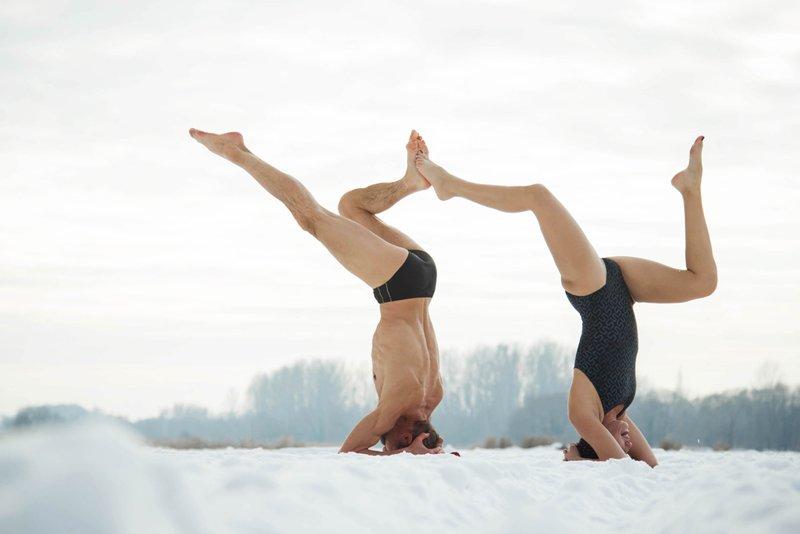 йога на двоих позы