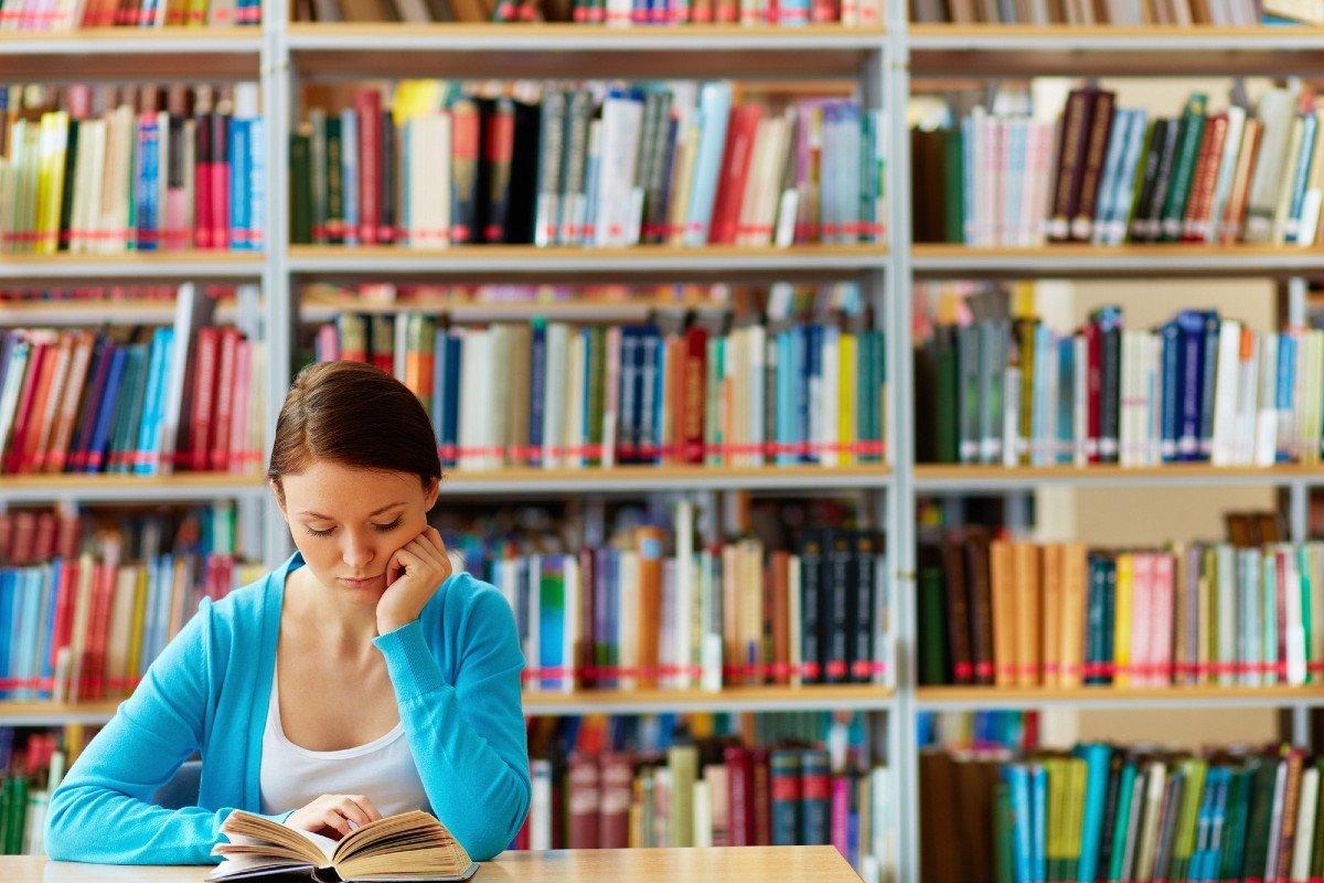 Сын маминой подруги прочел 123 книги за год, за столом приходится постоянно слушать об этом