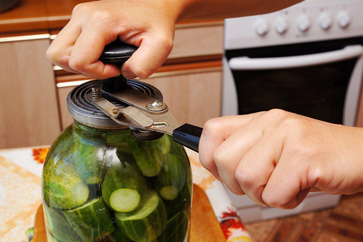 Почему нет смысла консервировать овощи на зиму, объясняет специалист по питанию