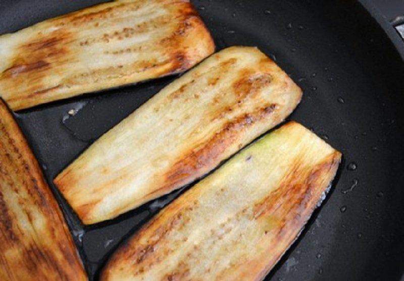 жареные баклажаны с чесноком