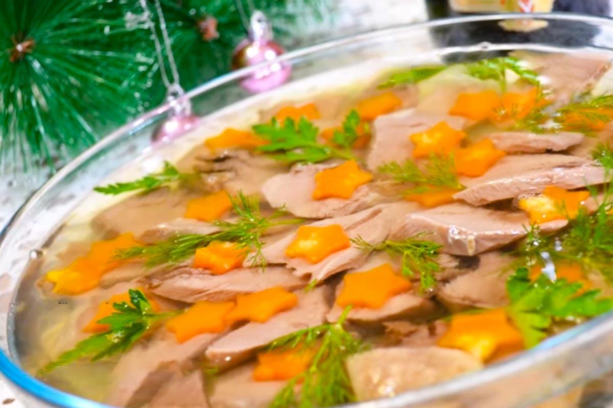 Зачем готовить заливное для мужа, которому плохо от вида холодца Кулинария,Бульон,Заливное,Свинина,Язык
