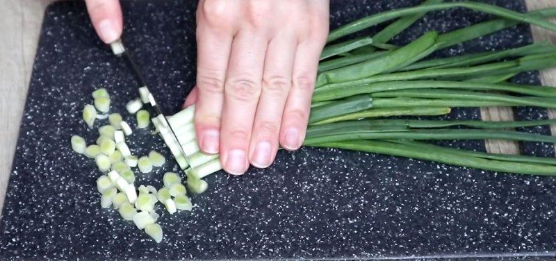 как резать лук соломкой