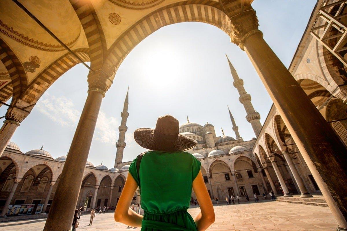 Свекровь из Турции примчалась нянчить внука, даже младенец хочет отправить ее домой