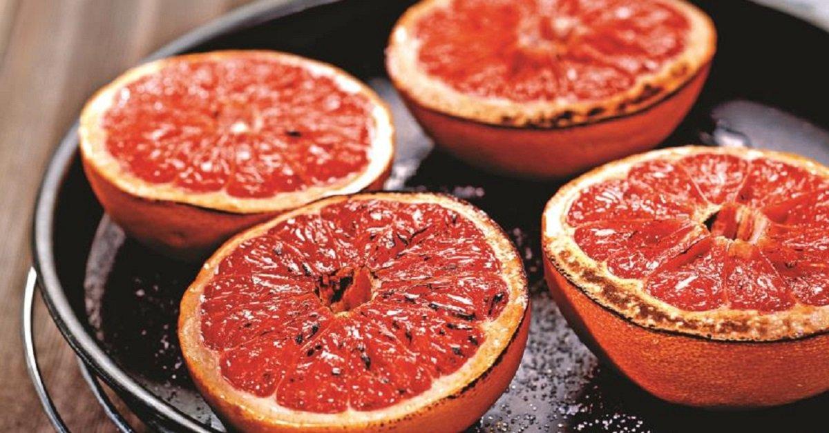Испечь грейпфрут — не безумие, а идея для изысканного десерта. Пробовать всем!
