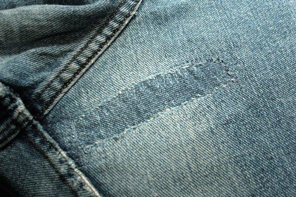 красивая заплата на джинсах