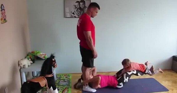 Потрясающая зарядка для всех членов семьи. Маленький ребенок упражнениям не помеха!