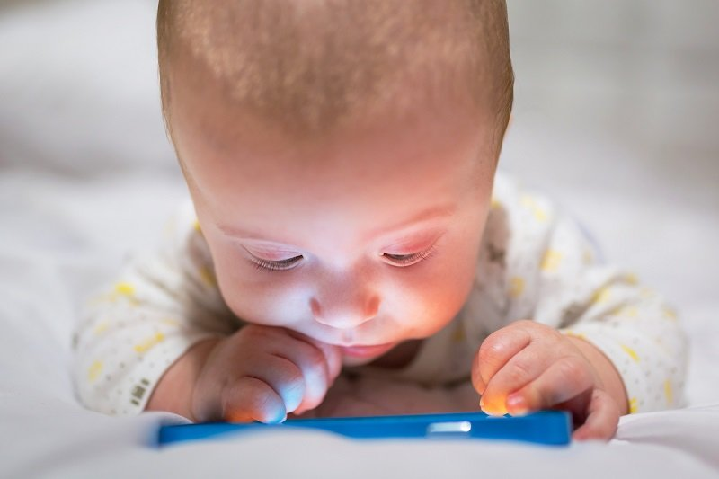 10 причин не давать телефон в руки детям до 12 лет