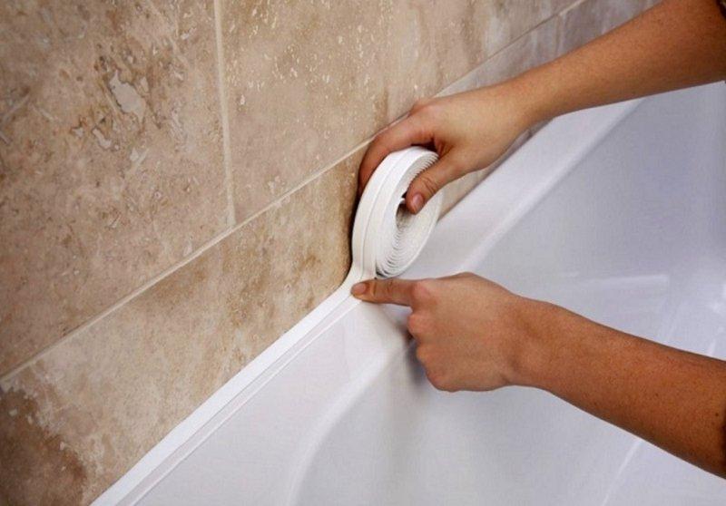 чем заделать зазор между акриловой ванной и стеной