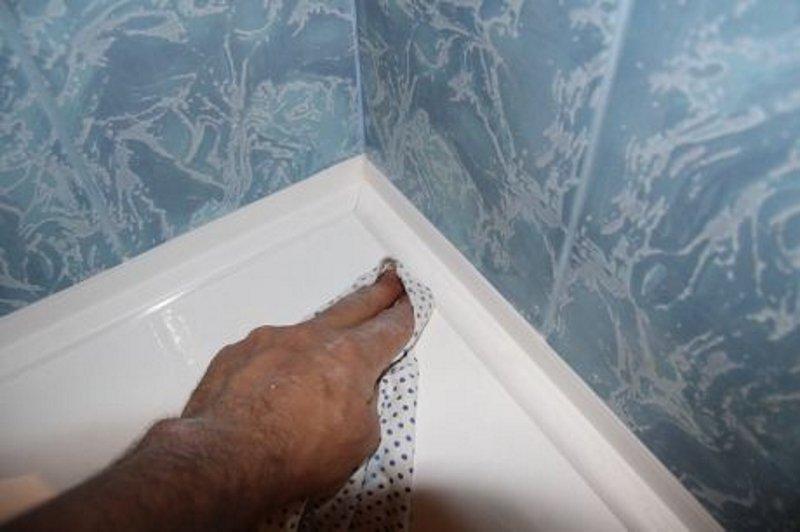 большая щель между ванной и стеной как заделать