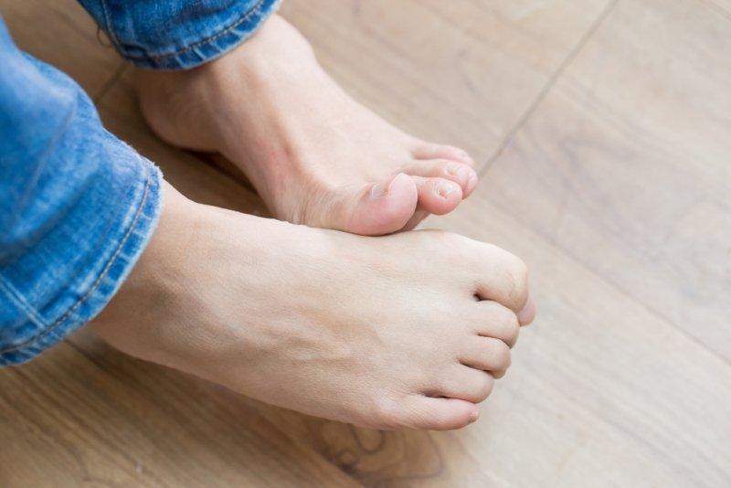 как избавиться от косточки на ноге возле мизинца