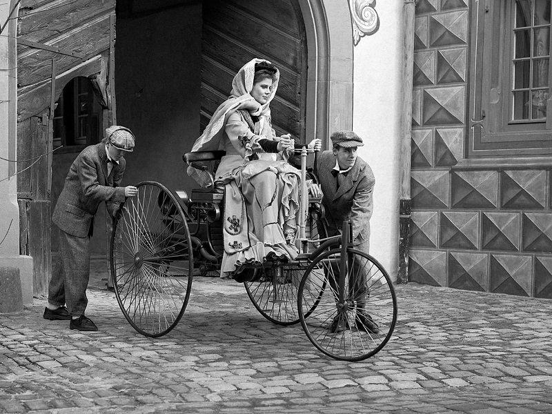 первая женщина севшая за руль