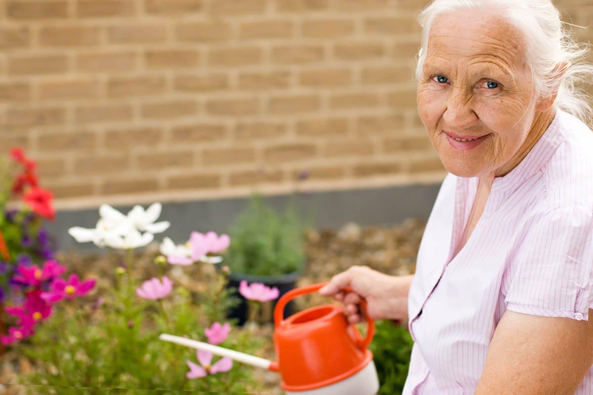 Чем объяснить бешеную популярность 90-летней бабули у мужчин