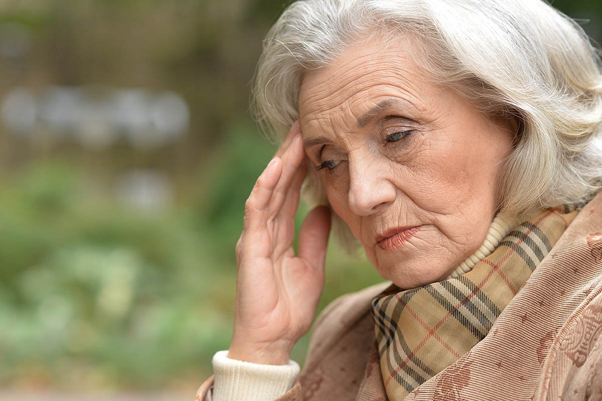 зрелая грустная женщина