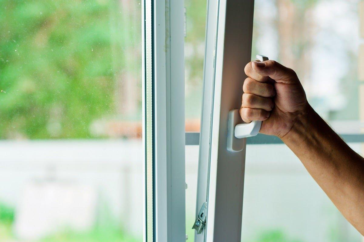 Как перевести окна в зимний режим, чтобы неплохо сэкономить на отоплении