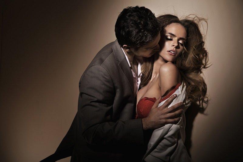 поцелуй мужчины и женщины