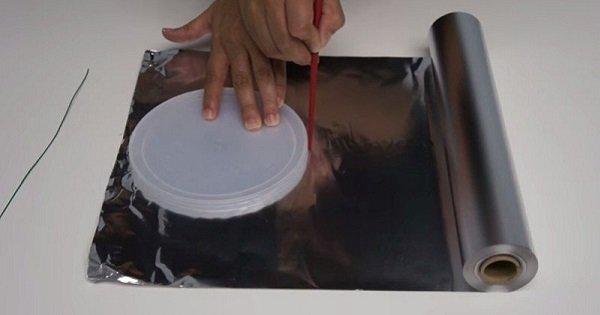 Они нарисовали круг на фольге… Ты сильно удивишься, когда увидишь, что из этого получилось!